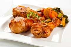Вкусные рецепты: Куриные котлеты-суфле с клубникой., Пирог Зебра, Сардельки шпигованные овощами в слоеном тесте